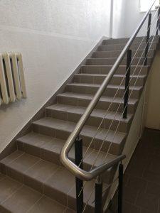 """""""Saulės Dominija"""" – nuo š.m. gegužės mėn. vykdo Šiaulių miesto poliklinikos renovaciją.  Laiptai PO remonto."""
